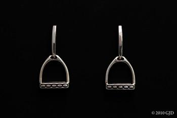 leg up earrings